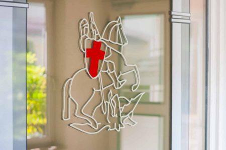 Glasfront im Eingangsbereich der Klinik St. Georg, Bad Aibling